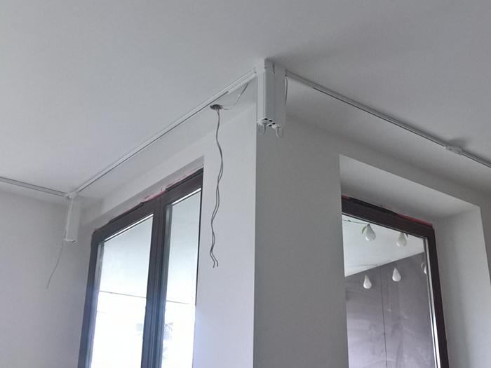 Montaż karnisza sufitowego z napędem elektrycznym