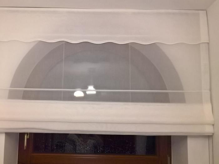 Montaż rolety rzymskiej do sufitu w jaskółce
